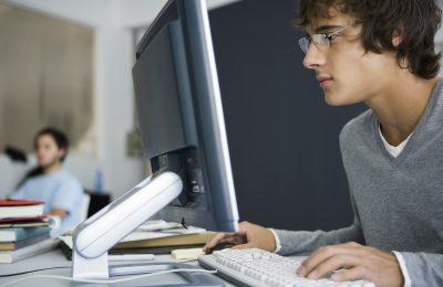 office-worker-computer-screen-keyboard-ergonomics