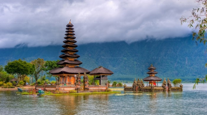 1465391949_11-01-15-in-the-lake-hdr-candikuning-temple-dsc-9887and7more_700x390