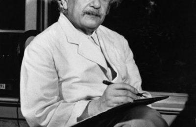 Albert Eynsteyn