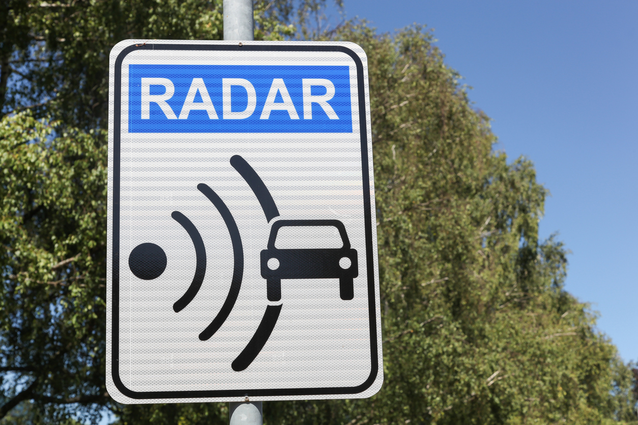 Radar signal and control on a road